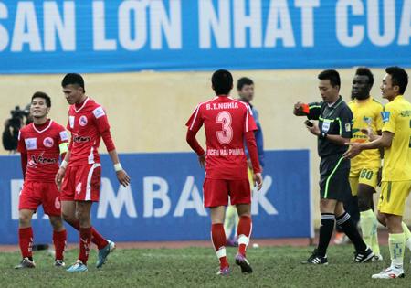 Bóng đá - VFF phản đối phương án thuê trọng tài ngoại điều hành V-League