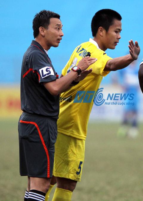 Bóng đá - VFF bác bỏ phương án thuê trọng tài ngoại